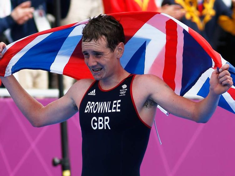 Alistair Brownlee wins men's triathlon