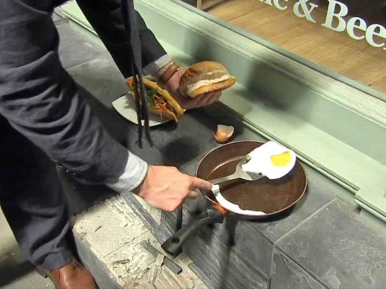 Man fries egg in heat generated by Walkie-Talkie building in the City