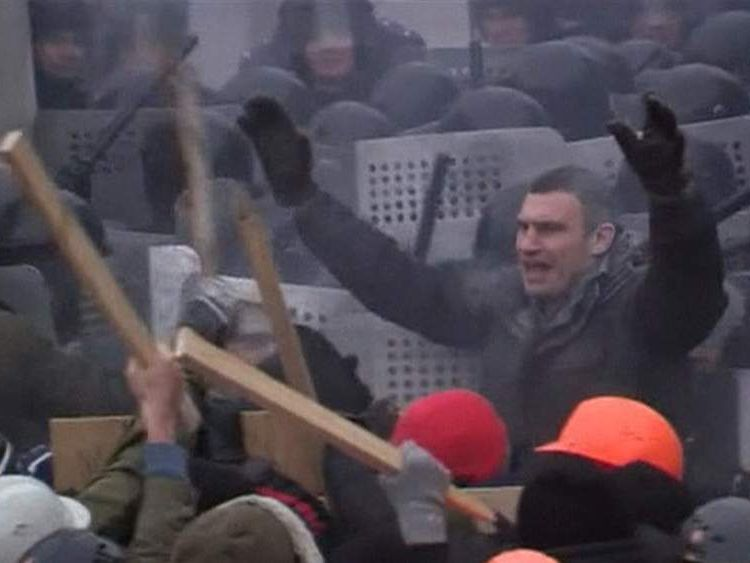 Vitaly Klitschko tries to calm anti government demonstrators in Ukraine