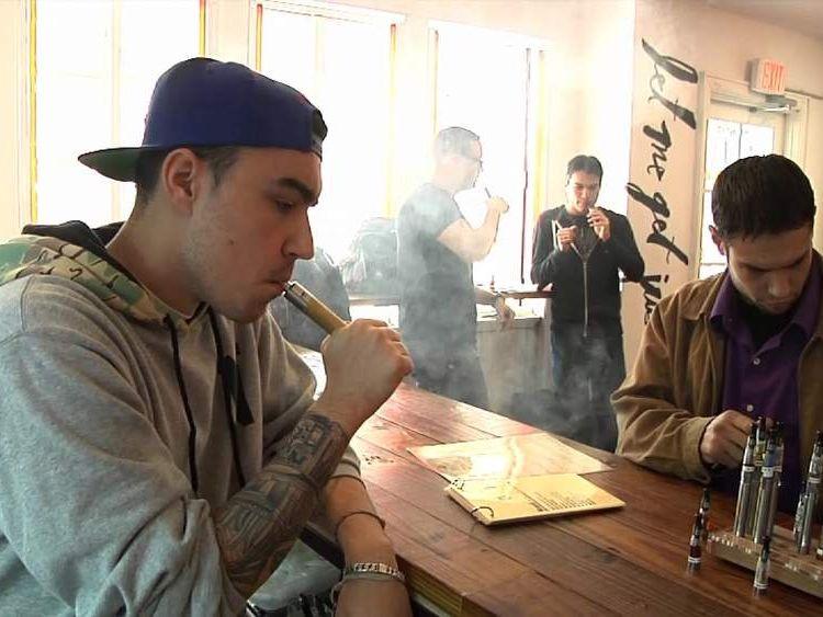 People smoking vapourisers
