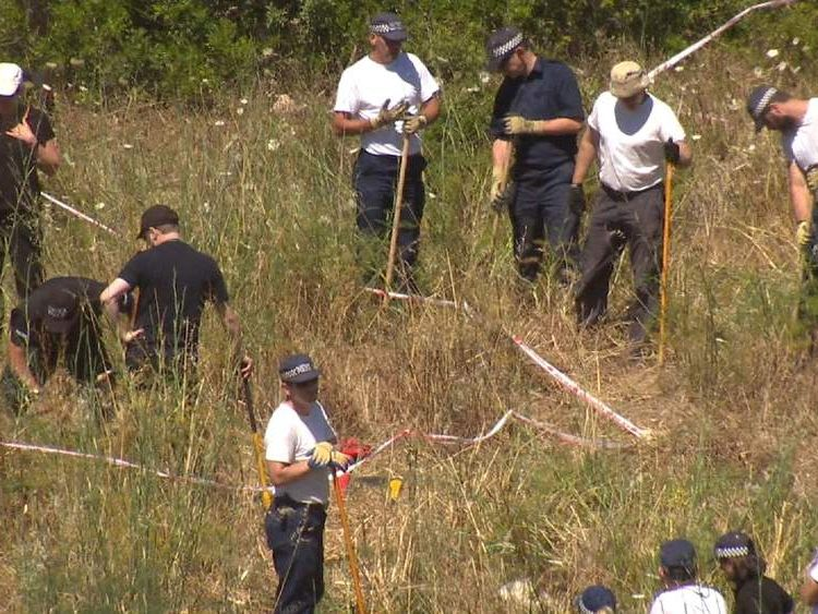 olice search for evidence of Madeleine McCann at Praia da Luz
