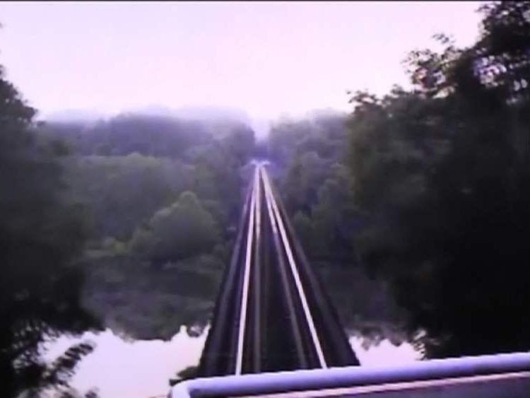 The train approaches the bridge
