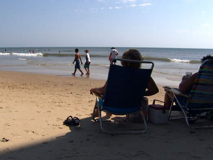 North Carolina Outer Banks beach-goers