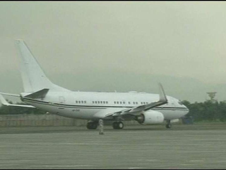 Plane carrying Malala Yusufzai, girl shot by the Taliban, to UK