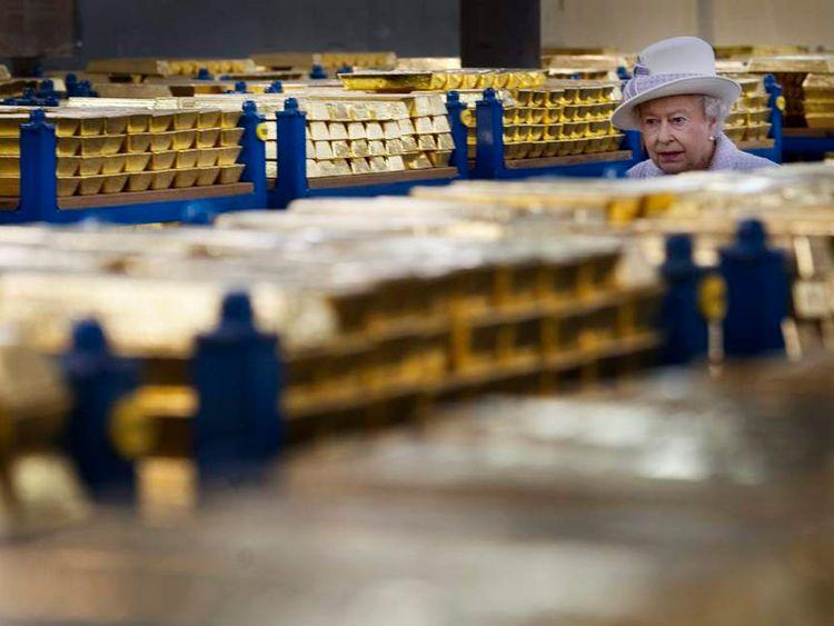 Queen Elizabeth tours a gold vault