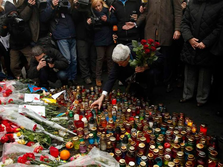 John Kerry lays flowers at the Shrine to the Fallen in Kiev, Ukraine