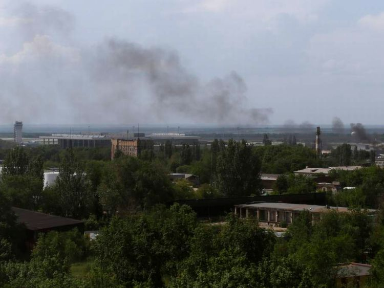 Smoke rises from Donetsk international airport during heavy fighting between Ukrainian and pro-Russian forces