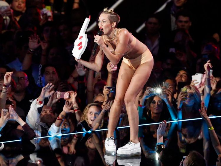 Miley Cyrus and Robin Thicke perform at the 2013 MTV Video Music Awards
