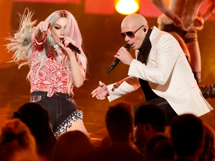 """Pitbull performs his song """"Timber"""" with Ke$ha at the 41st American Music Awards in Los Angeles"""