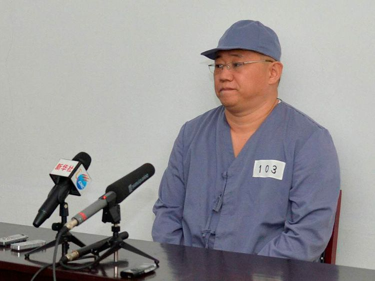 Kenneth Bae speaks to a small news conference in Pyongyang, North Korea.