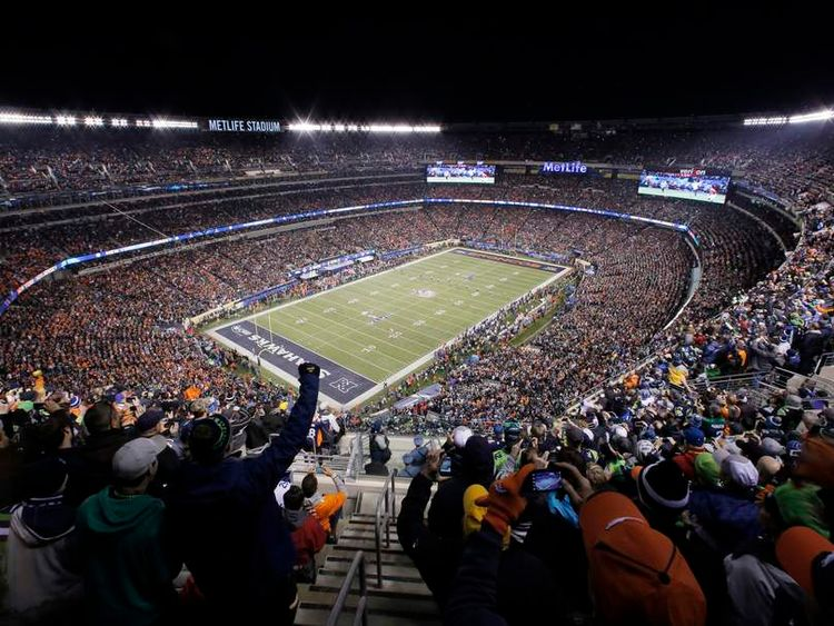 Fans cheer during the first quarter as the Broncos play the Seahawks in the NFL Super Bowl XLVIII football game in East Rutherford