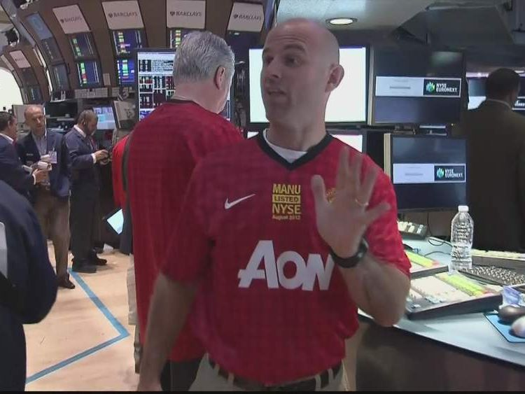 NYSE traders are given Manchester United shirts ahead of flotation
