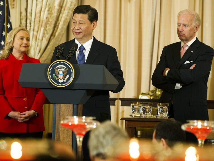 Xi Jinping (C) with Hillary Clinton and Joe Biden