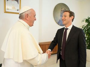 Facebook's Mark Zuckerberg And Wife Meet Pope Francis At Vatican