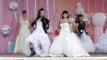 Two brides take the stage in Russia
