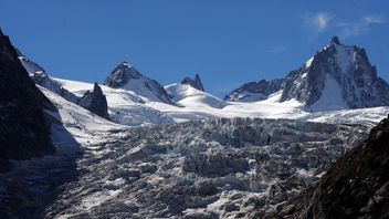 France's most iconic glacier is rapidly losing thickness every year