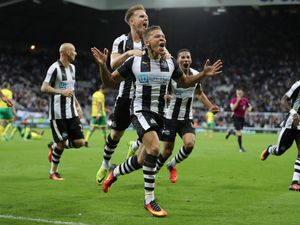 Late show from Magpies stuns Canaries