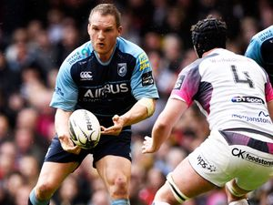 Jenkins signs new Cardiff Blues contract