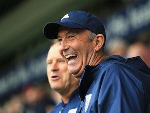 Pulis extends West Brom stay for a year