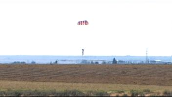 Mr Braun lands on the other side of the 1,400ft canyon