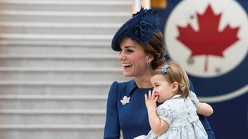 The Duchess of Cambridge holds Princess Charlotte as they arrive at the Victoria International Airport for the start of their eight day royal tour to Canada