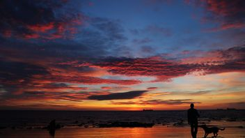Colourful sky just before sunrise at Whitley Bay, Tyne and Wear