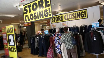A BHS store closing down, August 2016