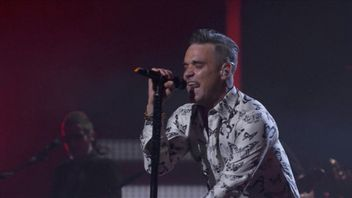 Robbie Williams performs at the Apple Music Festival