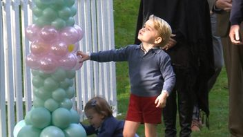 Royal children play with balloons in Canada