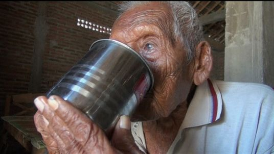 Indonesian woman claims she is 140 YEARS OLD and takes DNA test to ...