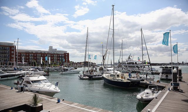 Shops and restaurants evacuated as WW2 bomb found in Portsmouth