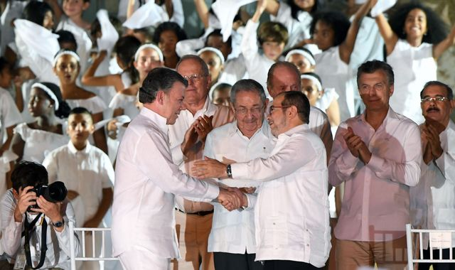 Colombian government and FARC rebels sign historic peace deal