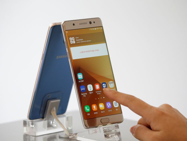 Samsung suspends sales of its Galaxy Note 7 smartphone