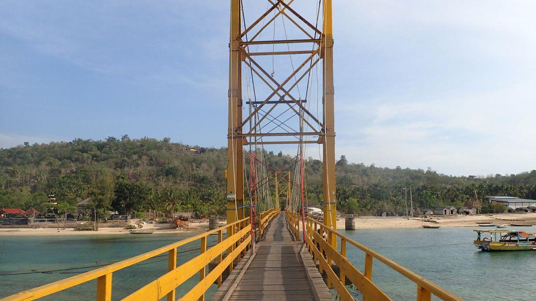 The bridge links the islands of Nusa Lembongan and Nusa Ceningan