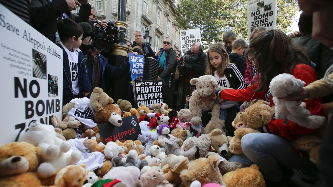 Hundreds gather in London to protest against bombing in Aleppo