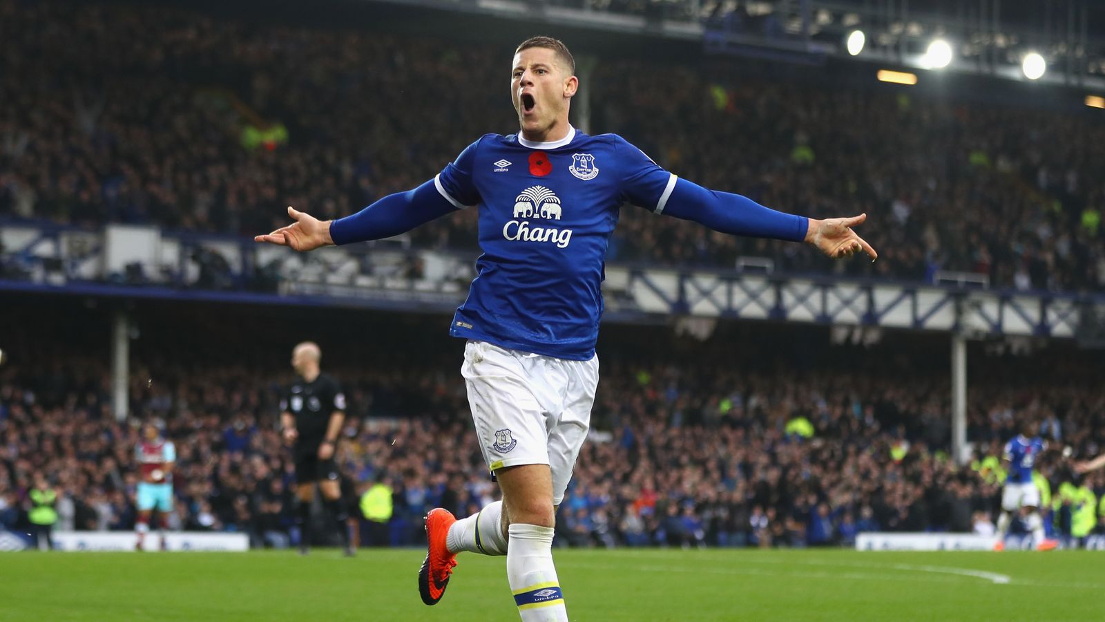 Everton star punched in 'unprovoked' attack