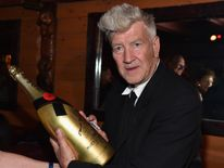 The new Twin Peaks show will be directed entirely by David Lynch