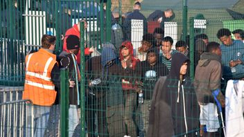 Minors are the priority as migrants are processed to clear the camp