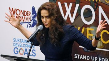 Lynda Carter talks during an event to name Wonder Woman UN Honorary Ambassador in New York