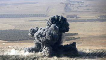 Smoke rises at Islamic State militants' positions in the town of Nawaran, near Mosul