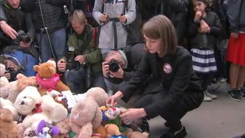 Carey Mulligan added to a collection of teddy bears in Whitehall