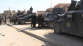 Government troops in the Iraqi town of Bartella after it was liberated from IS