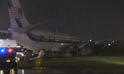 Republican Mike Pence's plane slides off runway at LaGuardia airport