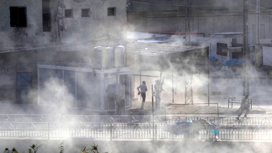 Kurdish forces battling Islamic State militants in Kirkuk