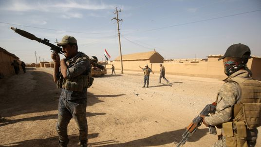 Iraqi forces deploy in the Bajwaniyah village