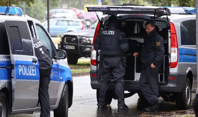 German police raid second flat in search of Chemnitz bomb suspect