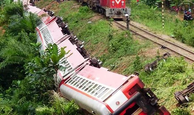 Dozens killed as passenger train derails in Cameroon