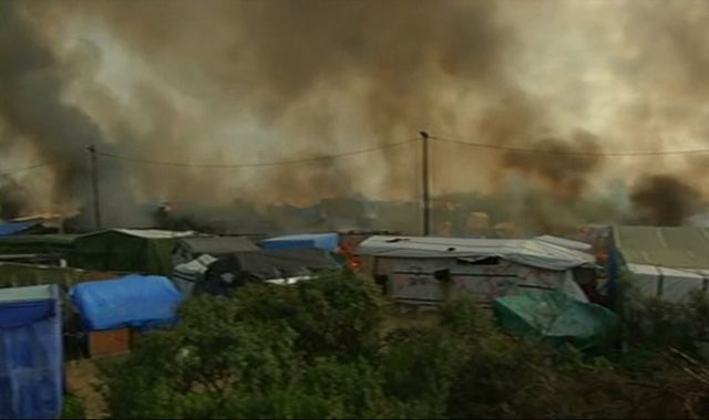 Fires break out as France finishes clearing out Calais 'Jungle'