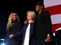 Jay Z and Beyonce welcome on stage Hillary Clinton