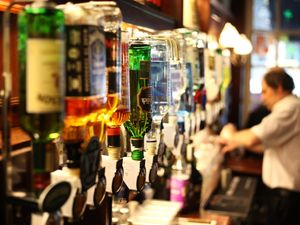 Minimum alcohol price 'would improve UK health', says Public Health England